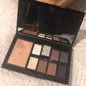 Source Eyeshadow Pallette